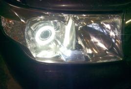 Установка биксеноновых линз с ангельскими глазками Toyota Land Cruiser 200